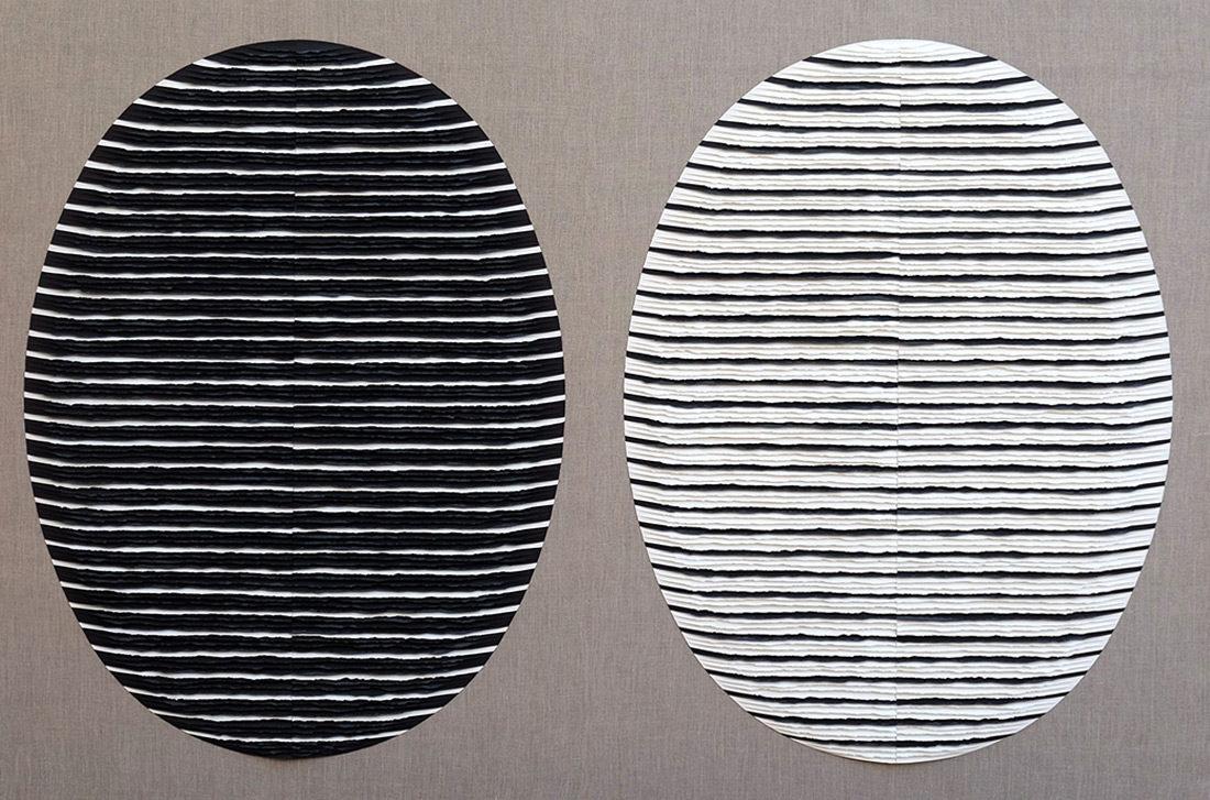 Fernando Daza - Structure ovale rayé noire et blanche