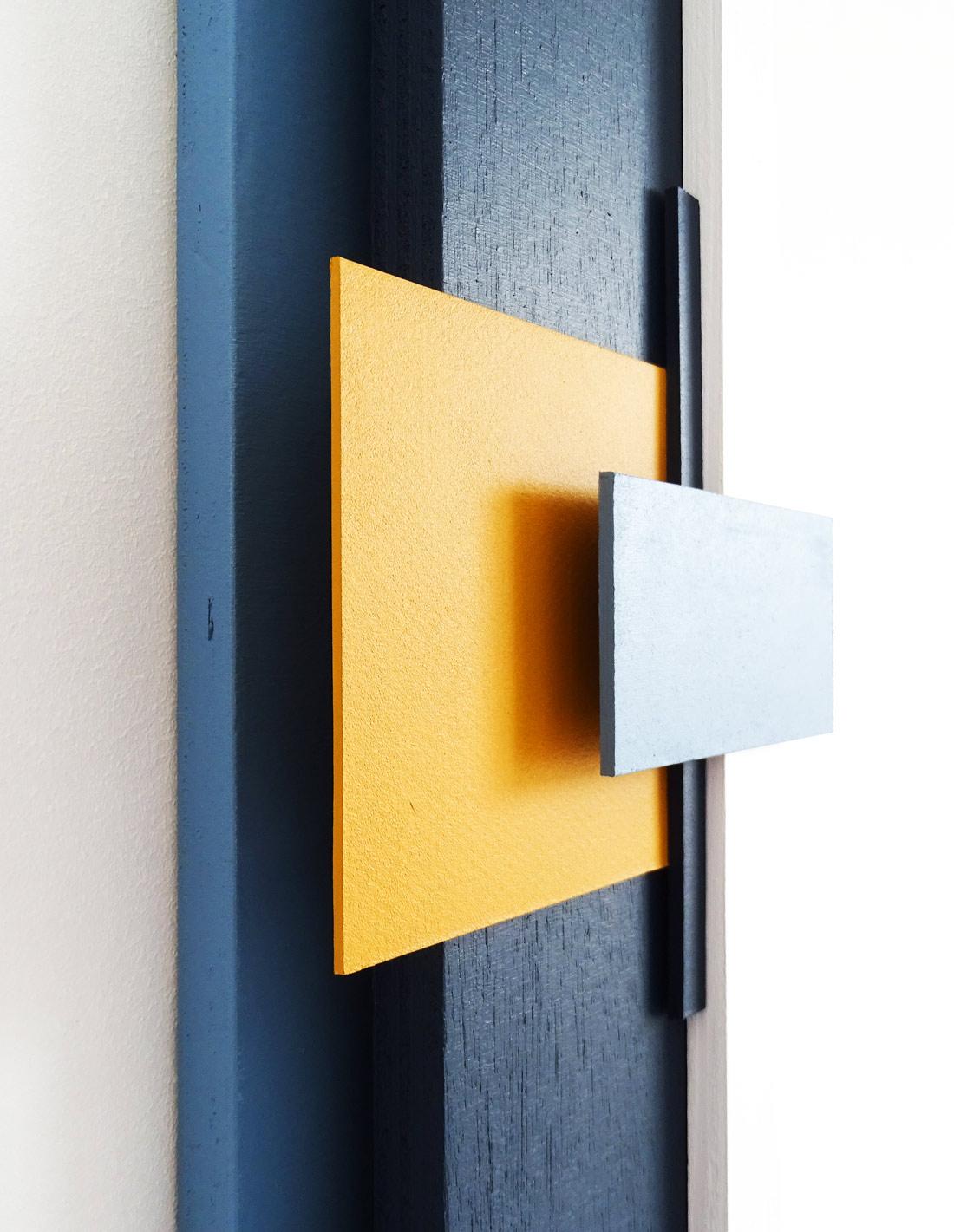 Structure-en-bleu-no-2-close-up-2