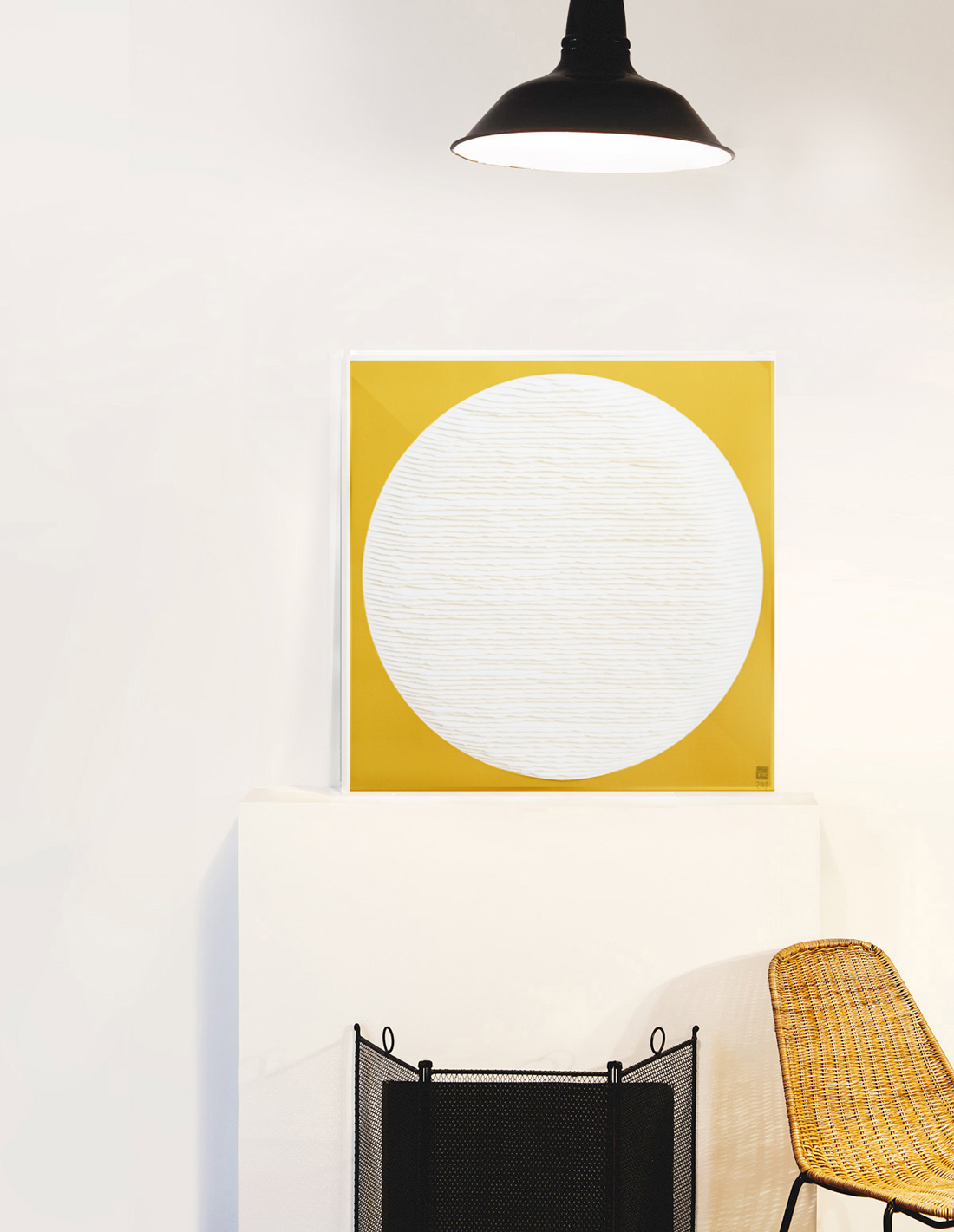 Rond-Blanc-sur-fond-jaune-insitu